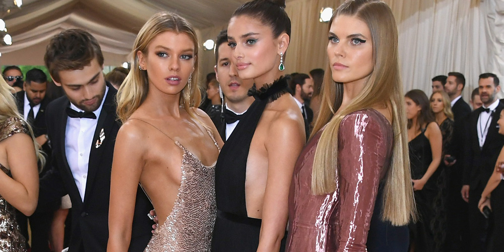 "NEW YORK, NY - MAY 02:  (L-R) Models Stella Maxwell, Taylor Hill, and Maryna Linchuk attend the ""Manus x Machina: Fashion In An Age Of Technology"" Costume Institute Gala at Metropolitan Museum of Art on May 2, 2016 in New York City.  (Photo by Larry Busacca/Getty Images)"
